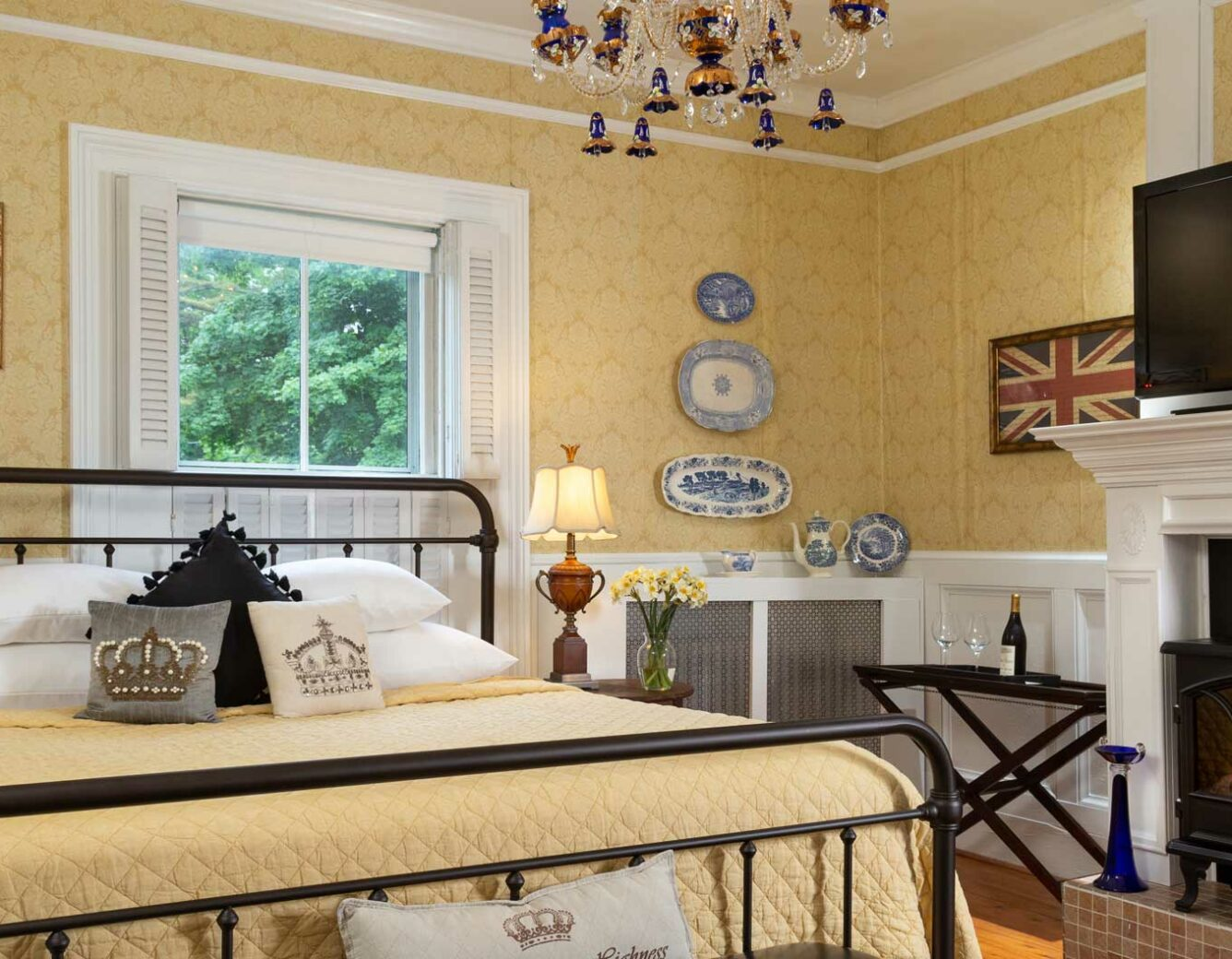 Captain Nickels London Room Overview
