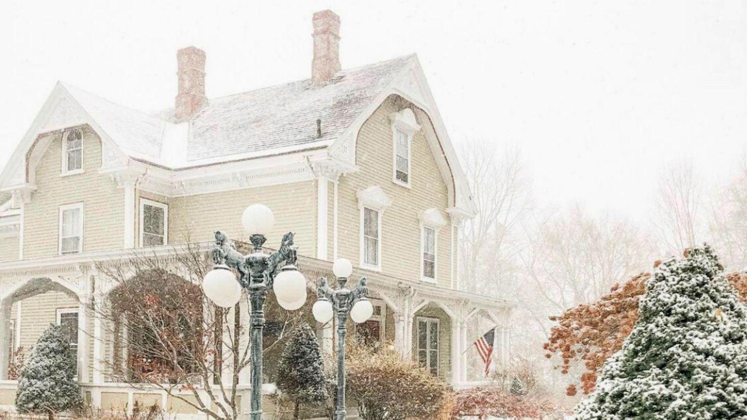 Winter Snow Fall at Captain Nickels Inn