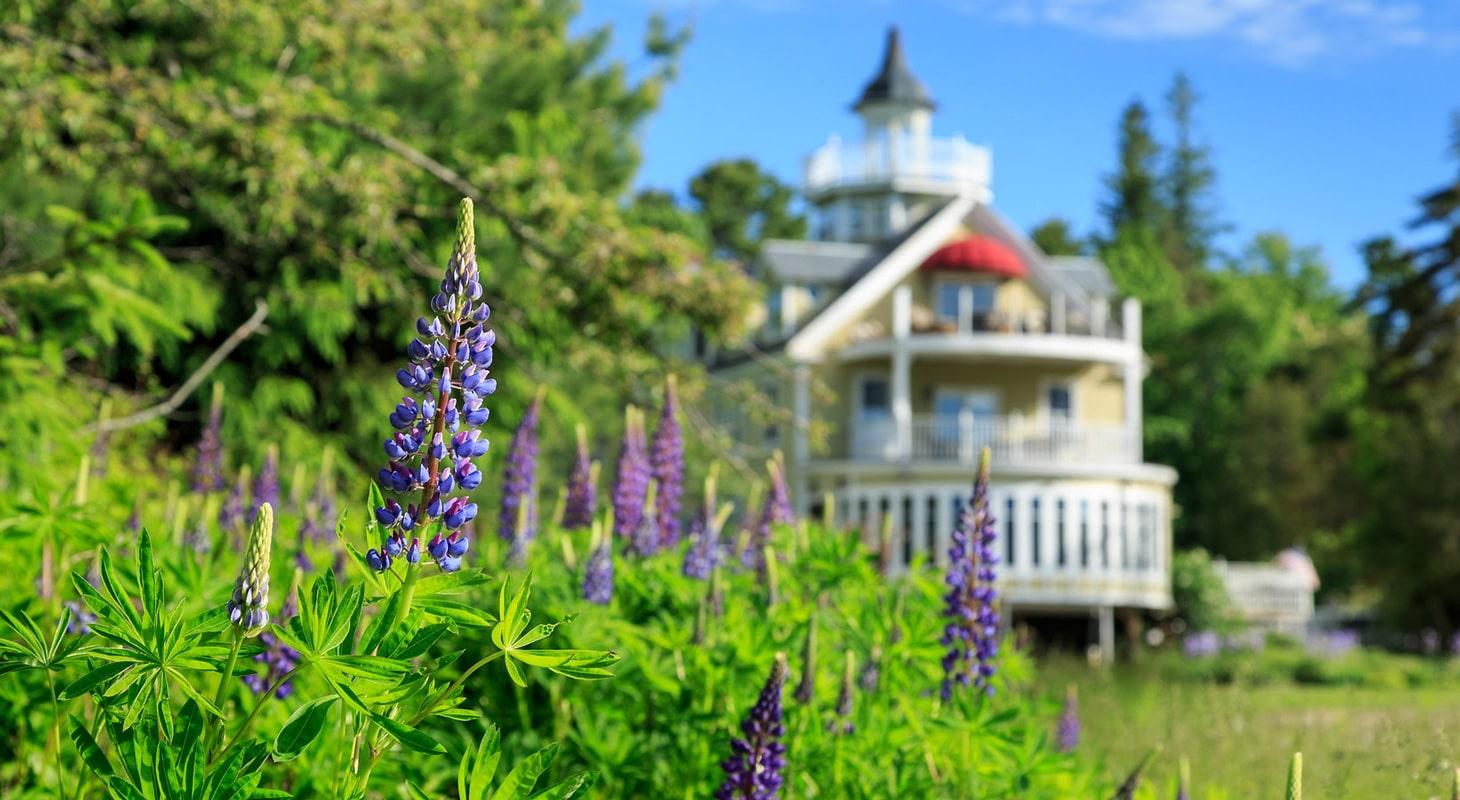 Victorian inn with ocean view